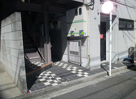 アパート エントランス タイル張替風景